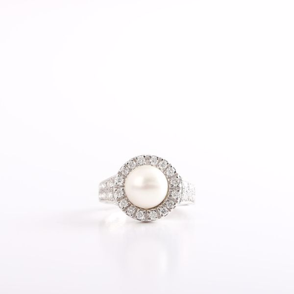 Picture of Exquisite Pearl & Diamond Ring
