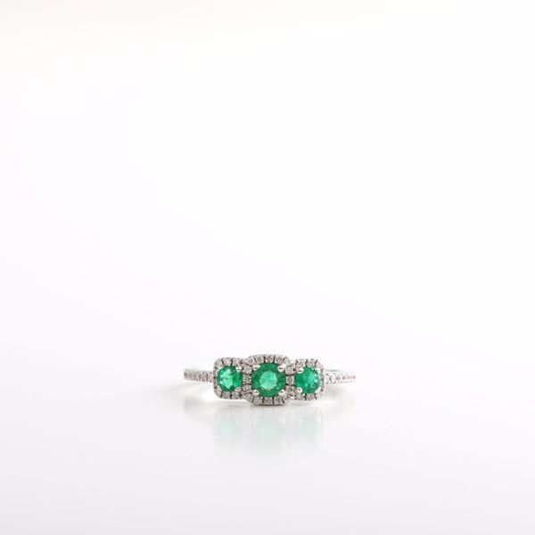 Picture of Attractive Emerald & Diamond Ring