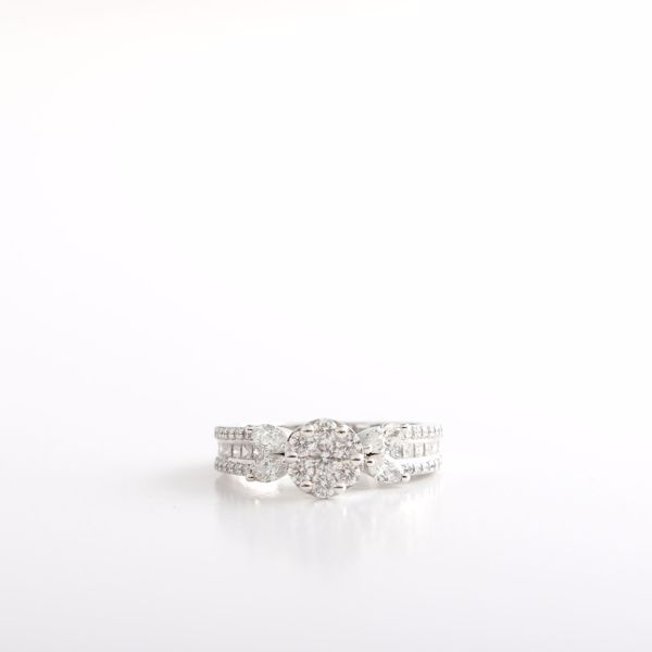 Picture of Charming Diamond Solitaire Illusion Ring
