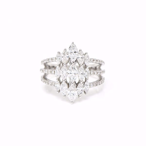 صورة Eye-Catching Marquise Diamond Ring