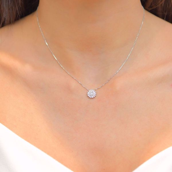 Picture of Lovely Diamond Flower Necklace