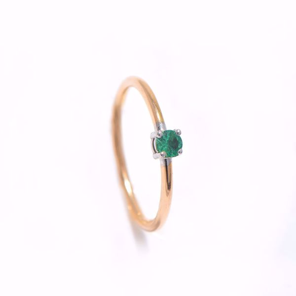 Picture of Lovely Simple Emerald Stone Ring