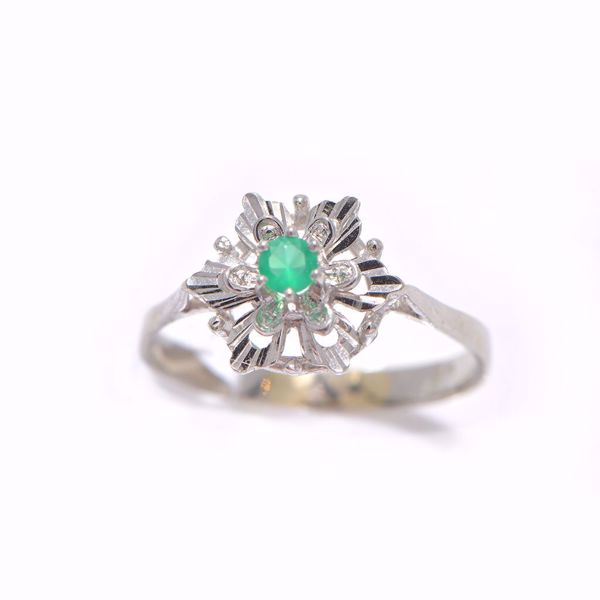 Picture of Artistic Emerald & Diamond Ring