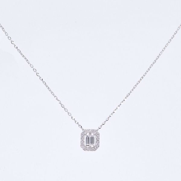 Picture of Elegant White Diamond Necklace